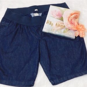 Old Navy Maternity Light Weight Jean Shorts XL.